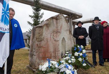EKRE volikogu delegatsioon mälestas Paides küüditamise ohvreid
