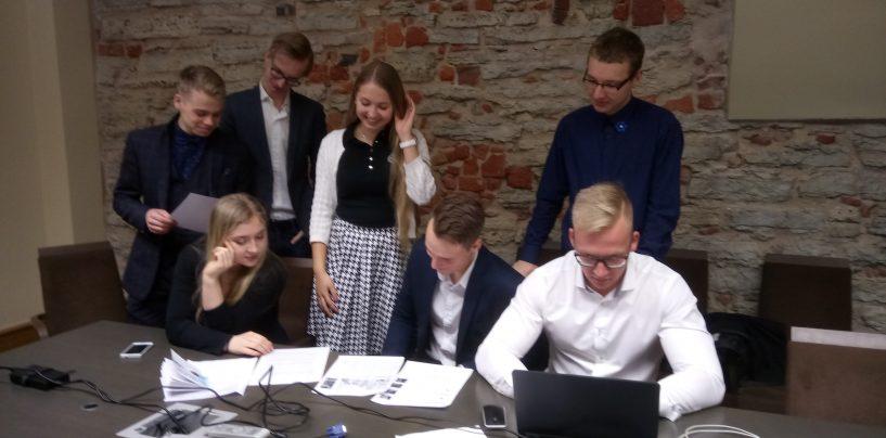 EKRE noored riigikogu simulatsioonil