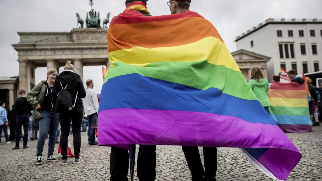 Must reede: Saksamaa parlament legaliseeris homoabielud ja taaskehtestas tsensuuri