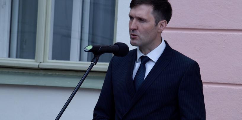 Martin Helme toetab abielu mõiste sätestamist põhiseaduses mehe ja naise vahelise liiduna