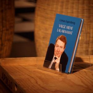 Valge mehe lauaraamat   Urmas Espenberg