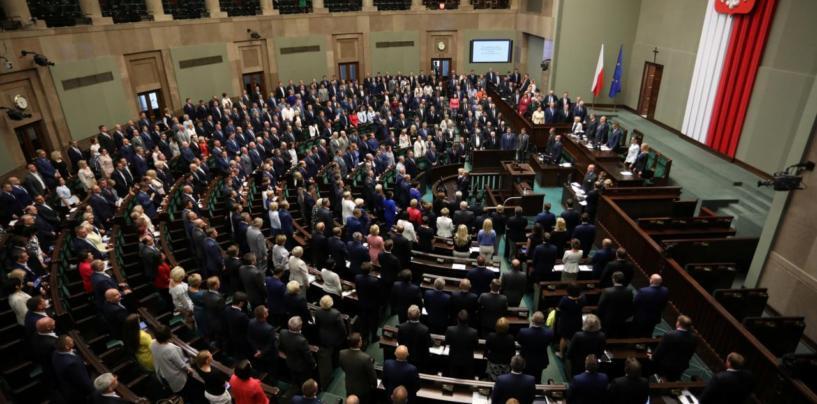 TÄIENDATUD! Poola parlament kiitis kohtureformi heaks