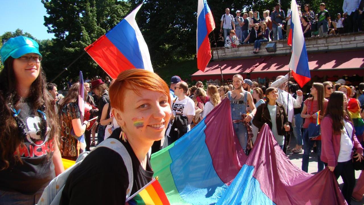 FOTOD: tuhanded peamiselt välismaised homod ja lesbid marssisid Tallinna vanalinnas