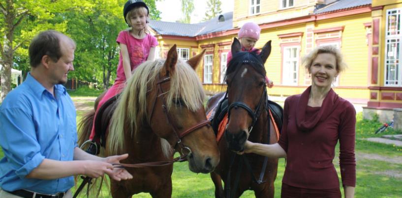 FOTOD: Perekond Poolamets sajanditevanuseid traditsioone jätkamas