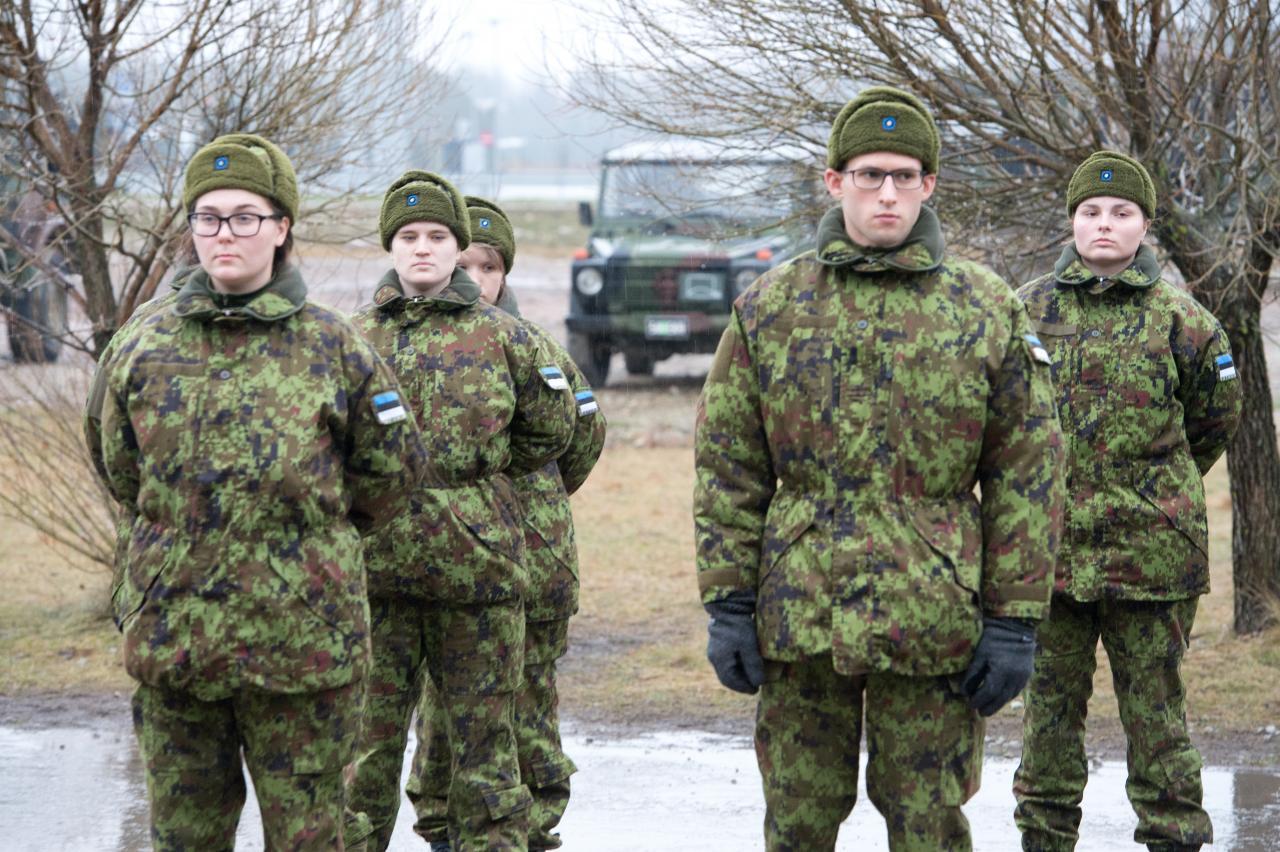 Naised kaitseväes.
