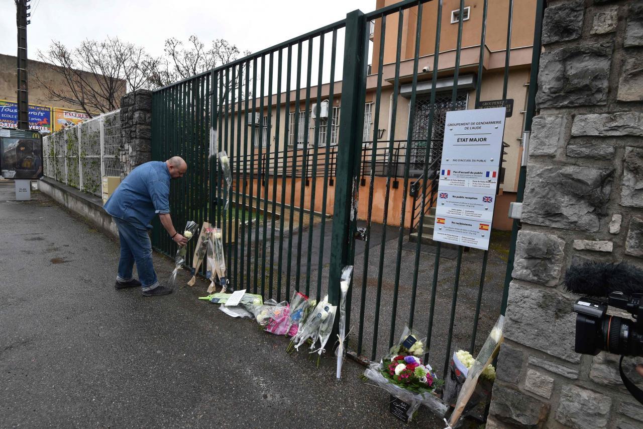 Terrorismiohvritele toodud lilled
