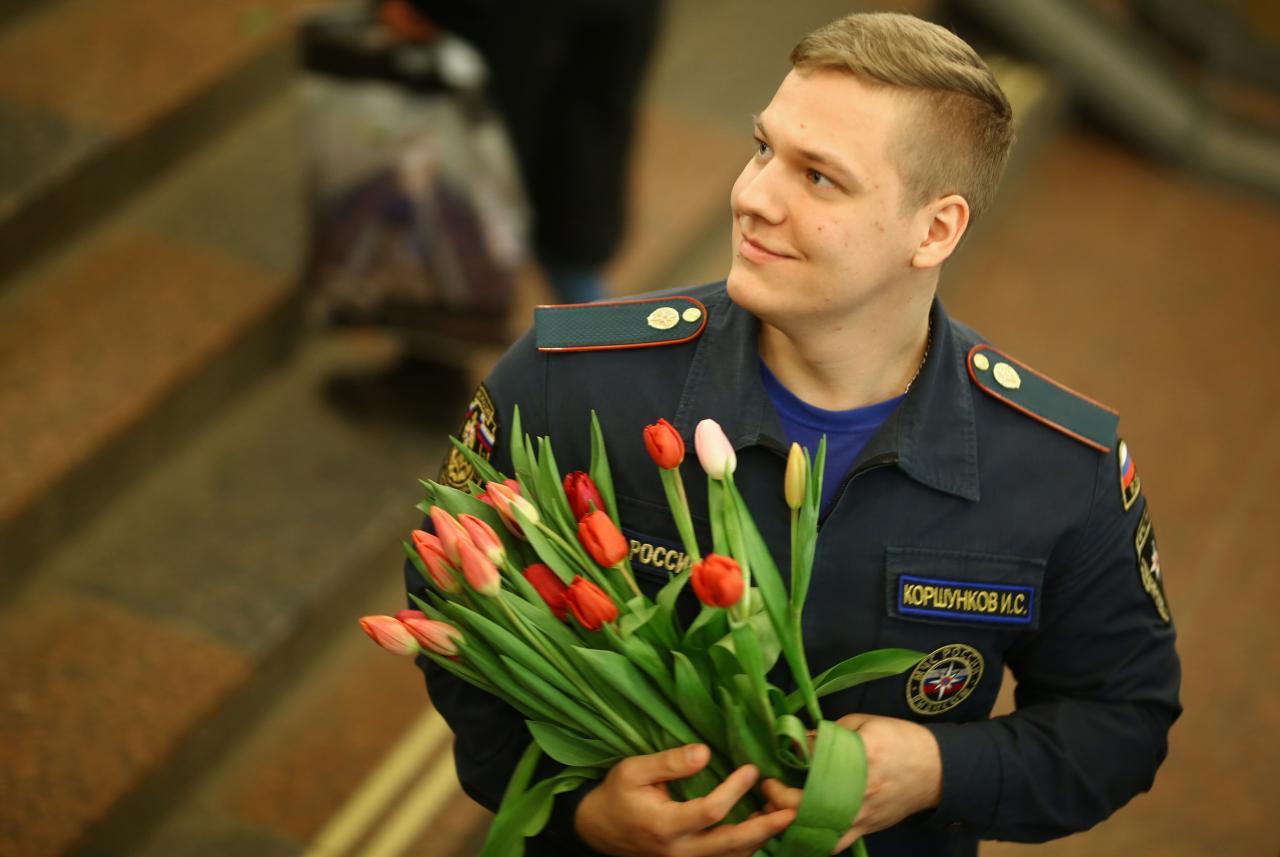 Vene mees lilledega