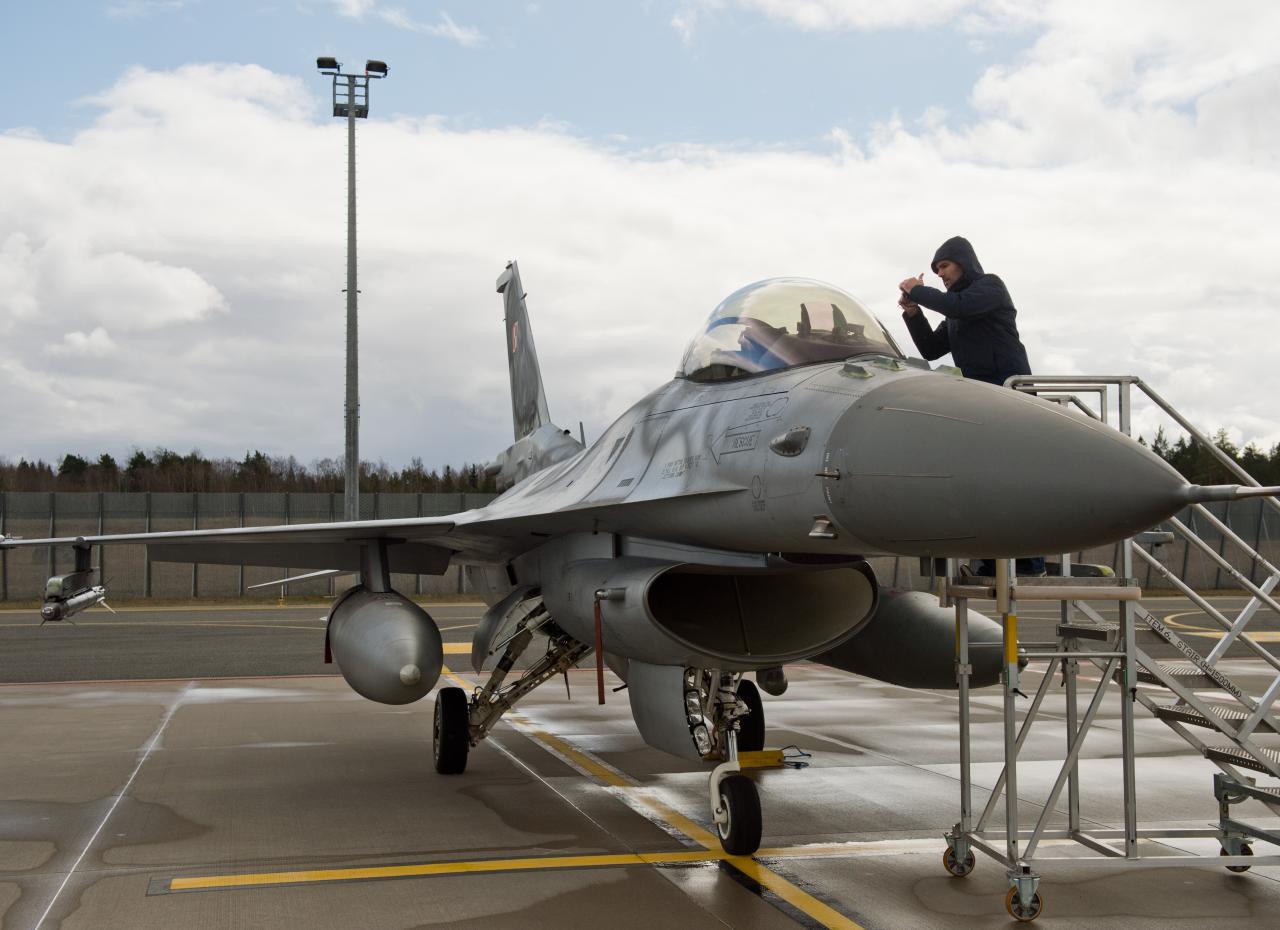 Poola sõjalennuk Eestis