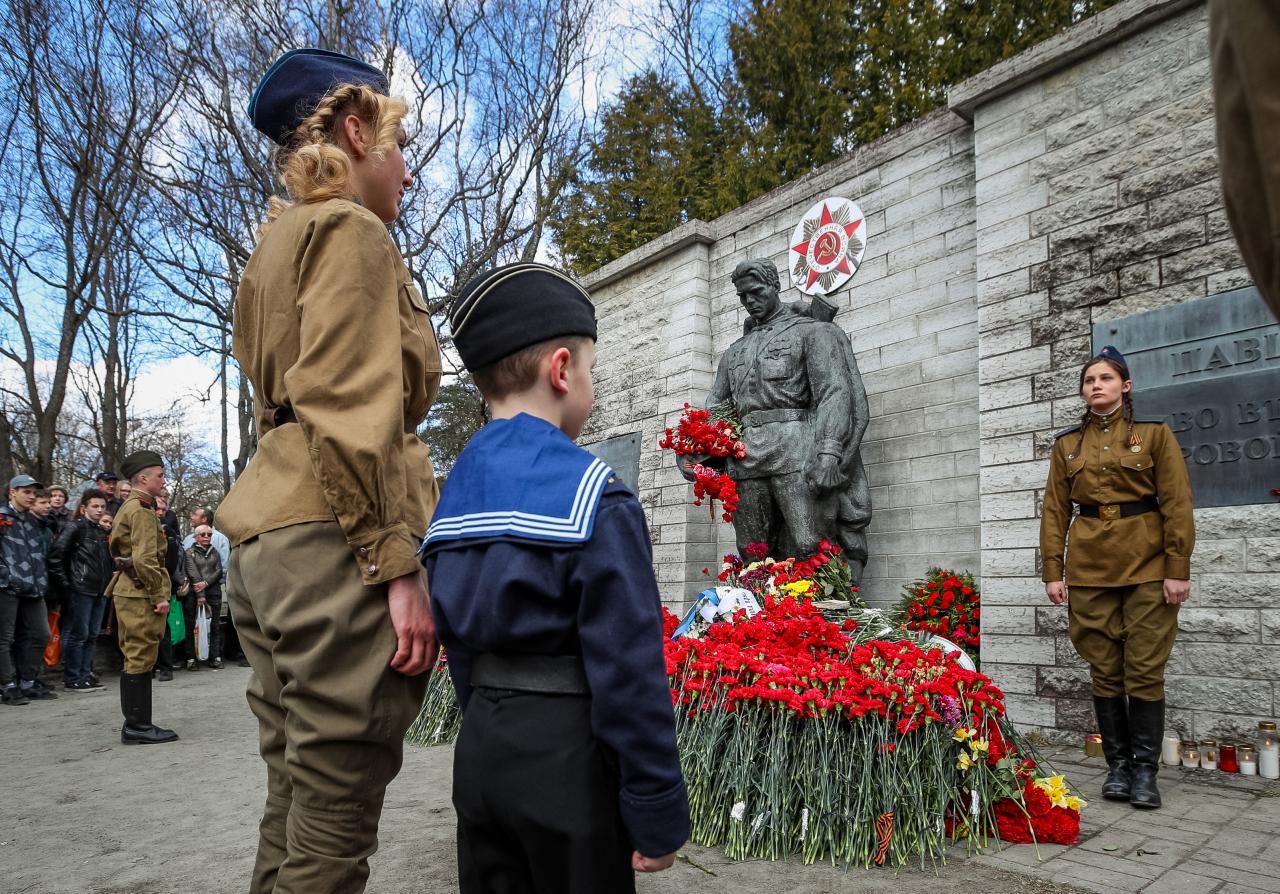 Venelased kasvatavad ka lastest minevikku vaatavaid sõjardeid.