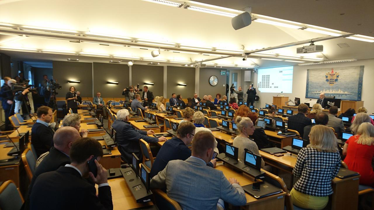 Tallinna volikogu saalis olid kohal vaid opositsioonisaadikud.