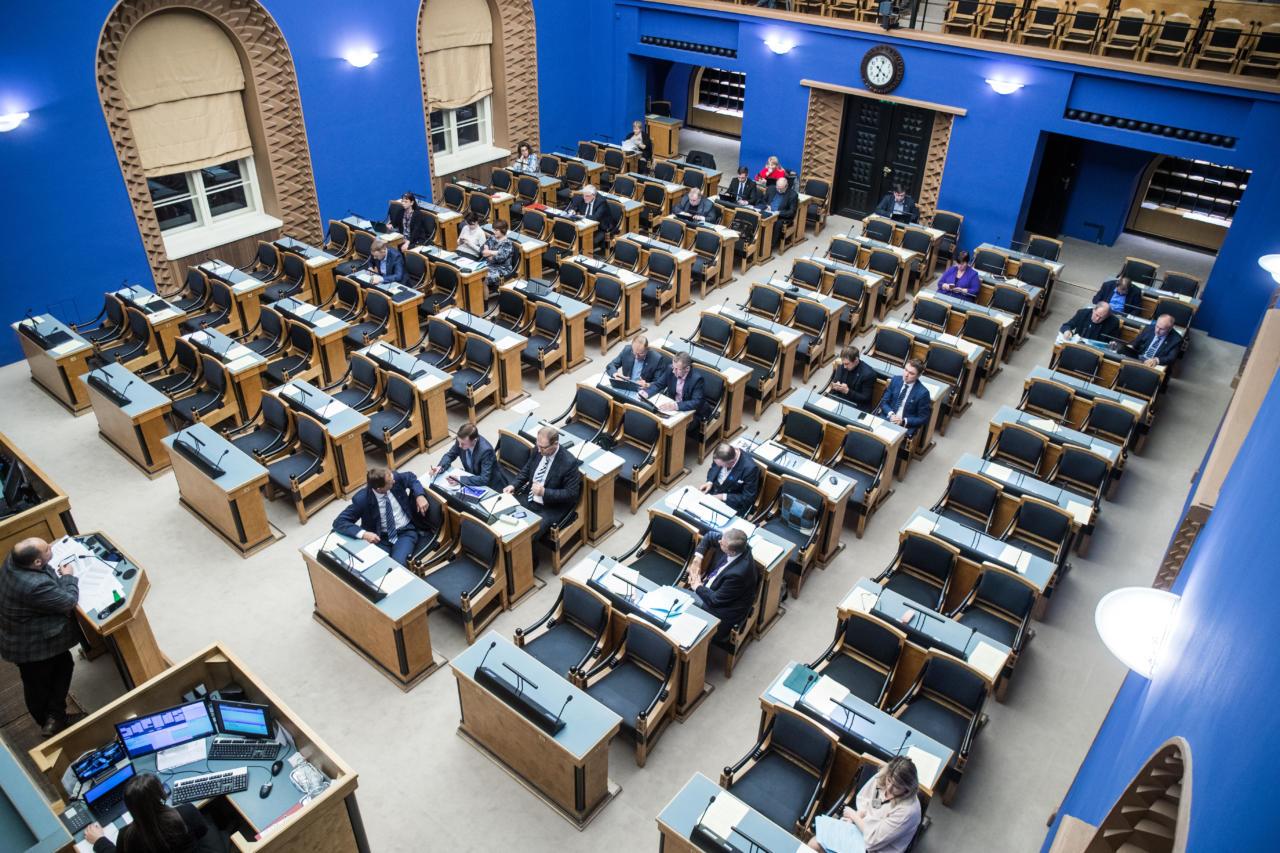 Uus tase Riigikogus: Räuskav opositsioon tallas esinduskogu maine jalge alla