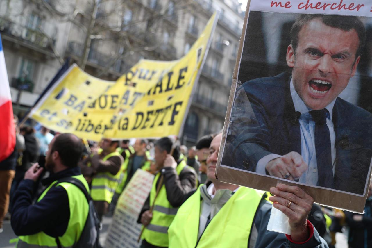 Macron saatis kollavestide vastu välja sõjaväe