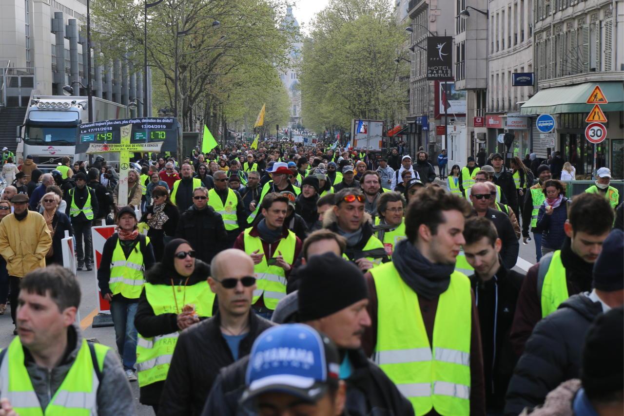 """""""Kollased vestid"""" Notre Dame annetuste taustal ebavõrdsusest: ühe nupuvajutusega sadu miljoneid"""