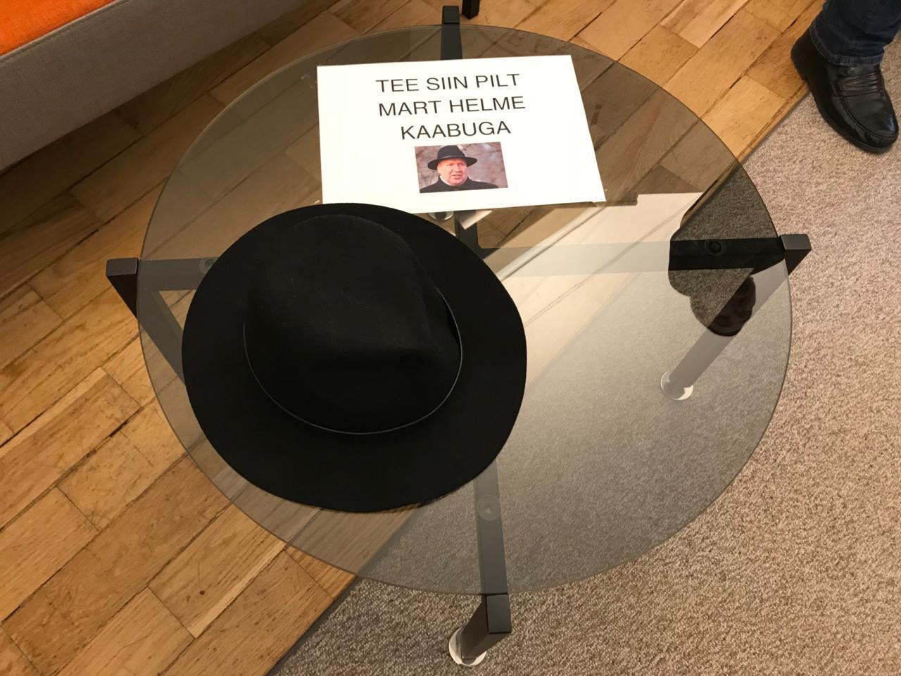 Riigikogu lahtiste uste päeval said huvilised proovida pähe Mart Helme kaabut
