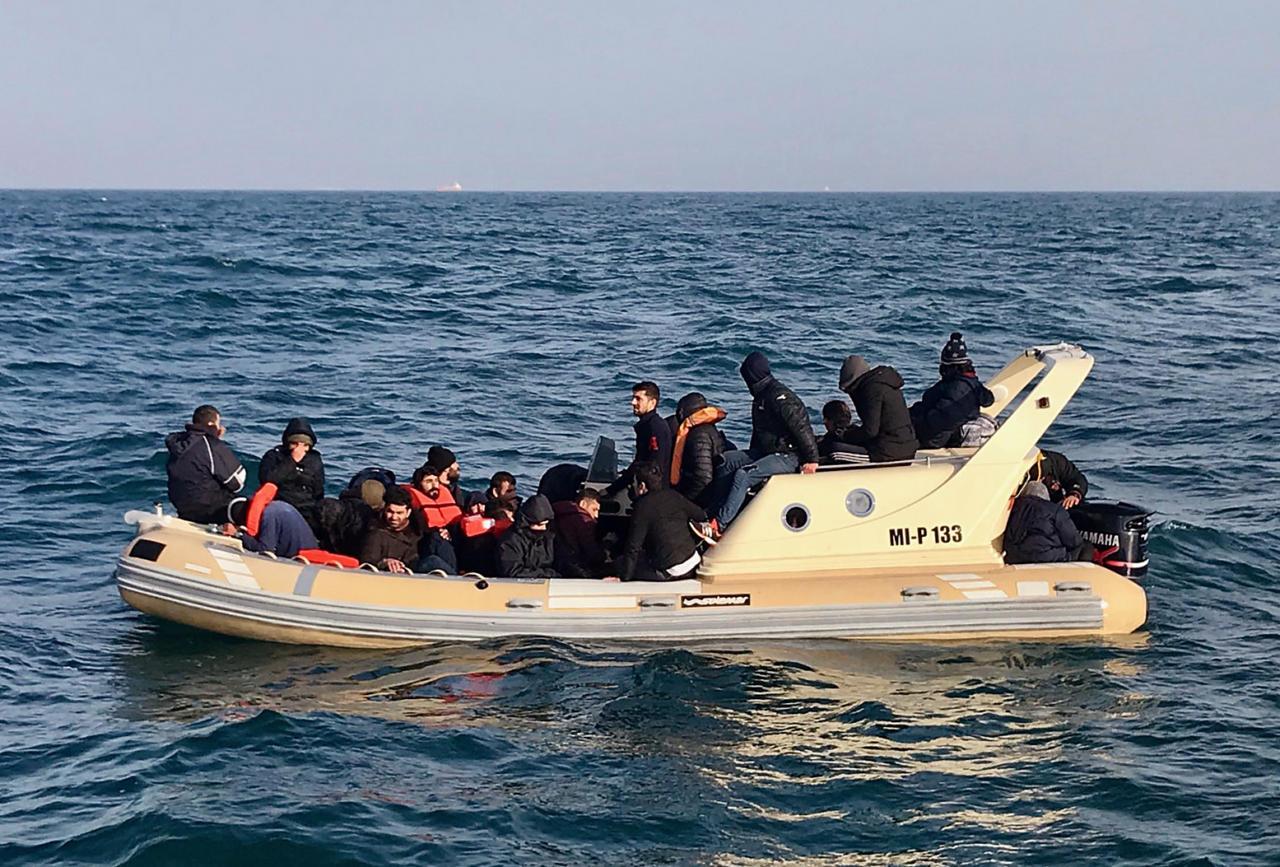 Suurbritanniasse püüdlevad migrandid kasutasid sinna pääsemiseks lausa F-1 abi
