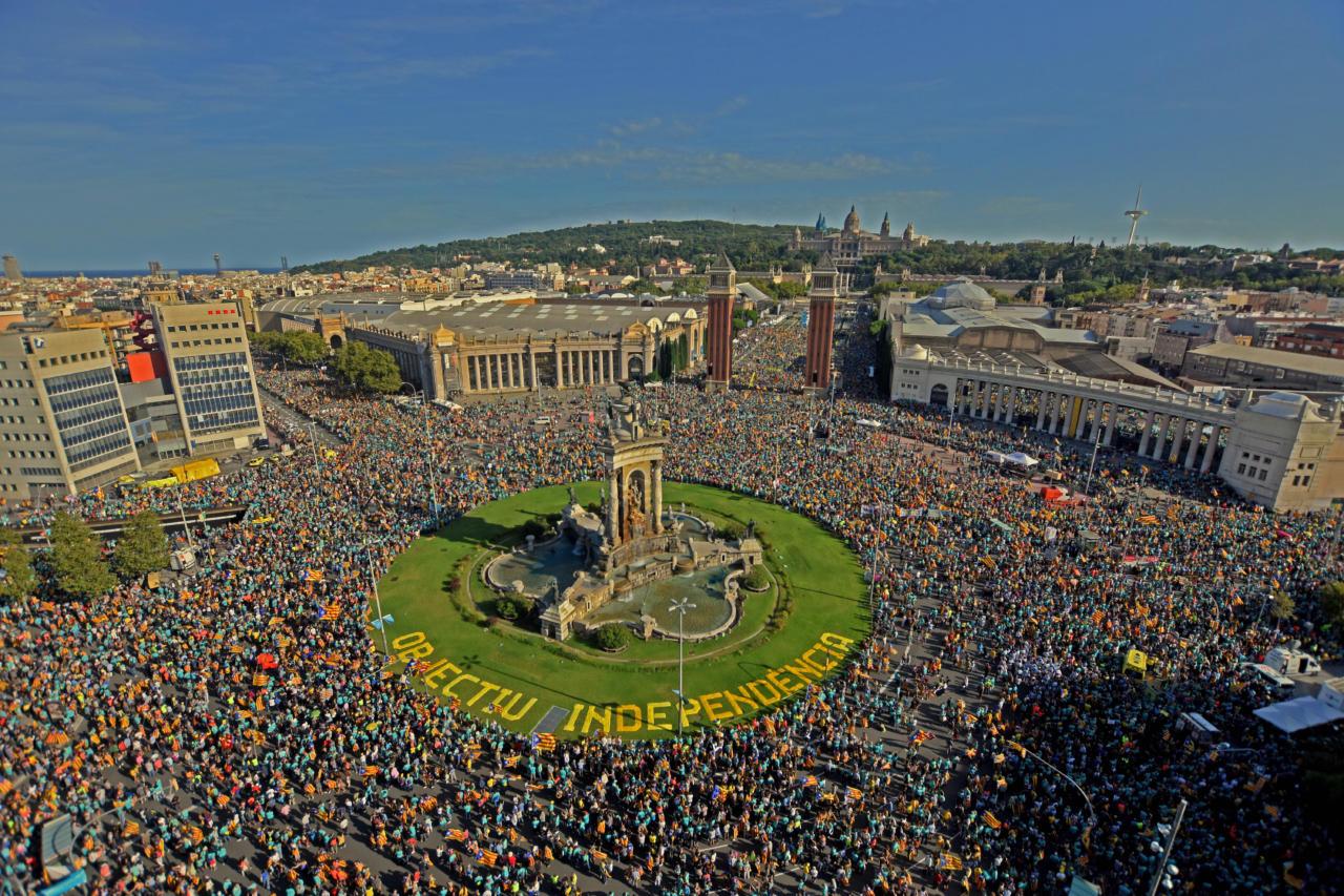 Barcelona iseseisvuslaste protestil oma liidrite kaitseks osales vähemalt 600 000 inimest