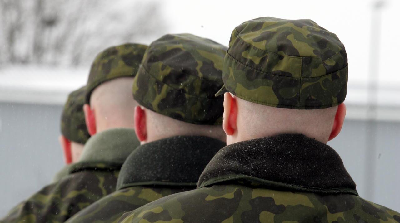 Sõdurpoisid ööseks koju – ilus ja inimsõbralik algatus, mis ei lähe kuidagi kokku sõja ja väljaõppe tõelise olemusega