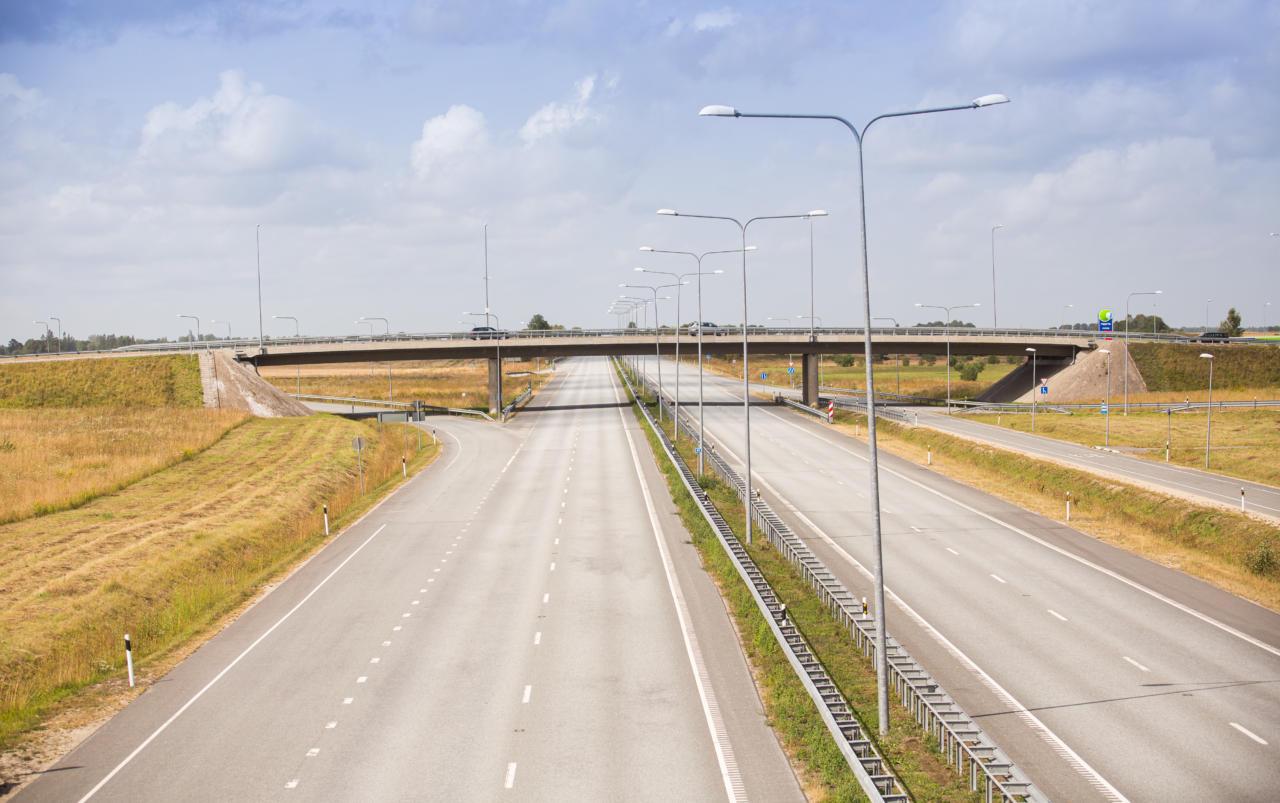 Maantee, 4 realine tee, tee, transport
