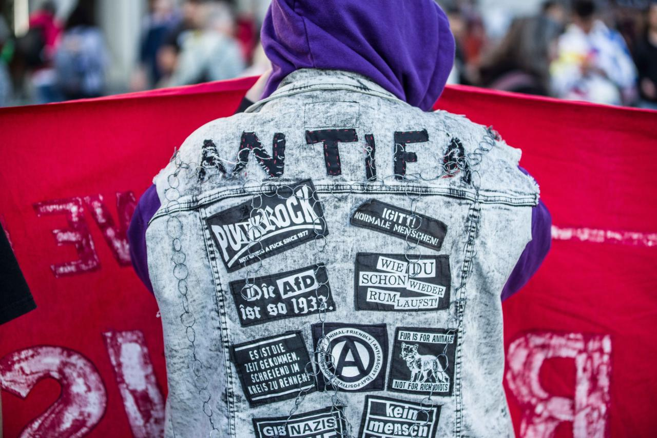 Liberaalide poolt toetatav vasakäärmuslik Antifa muutub Saksamaal üha enam vägivaldsemaks