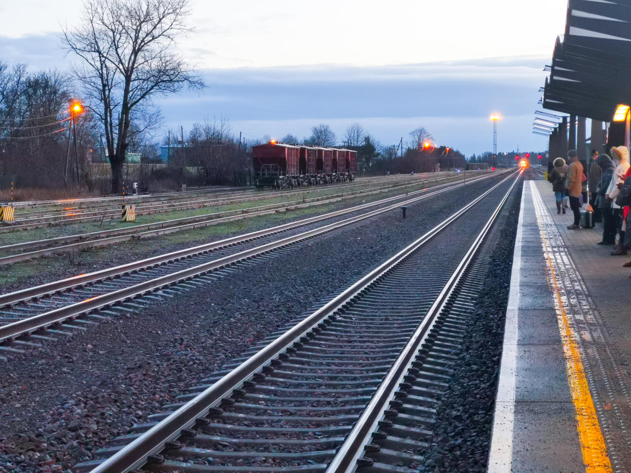 raudtee, elron, rong, transport, Rakvere raudtee perroon